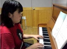 모니카의 피아노 연주
